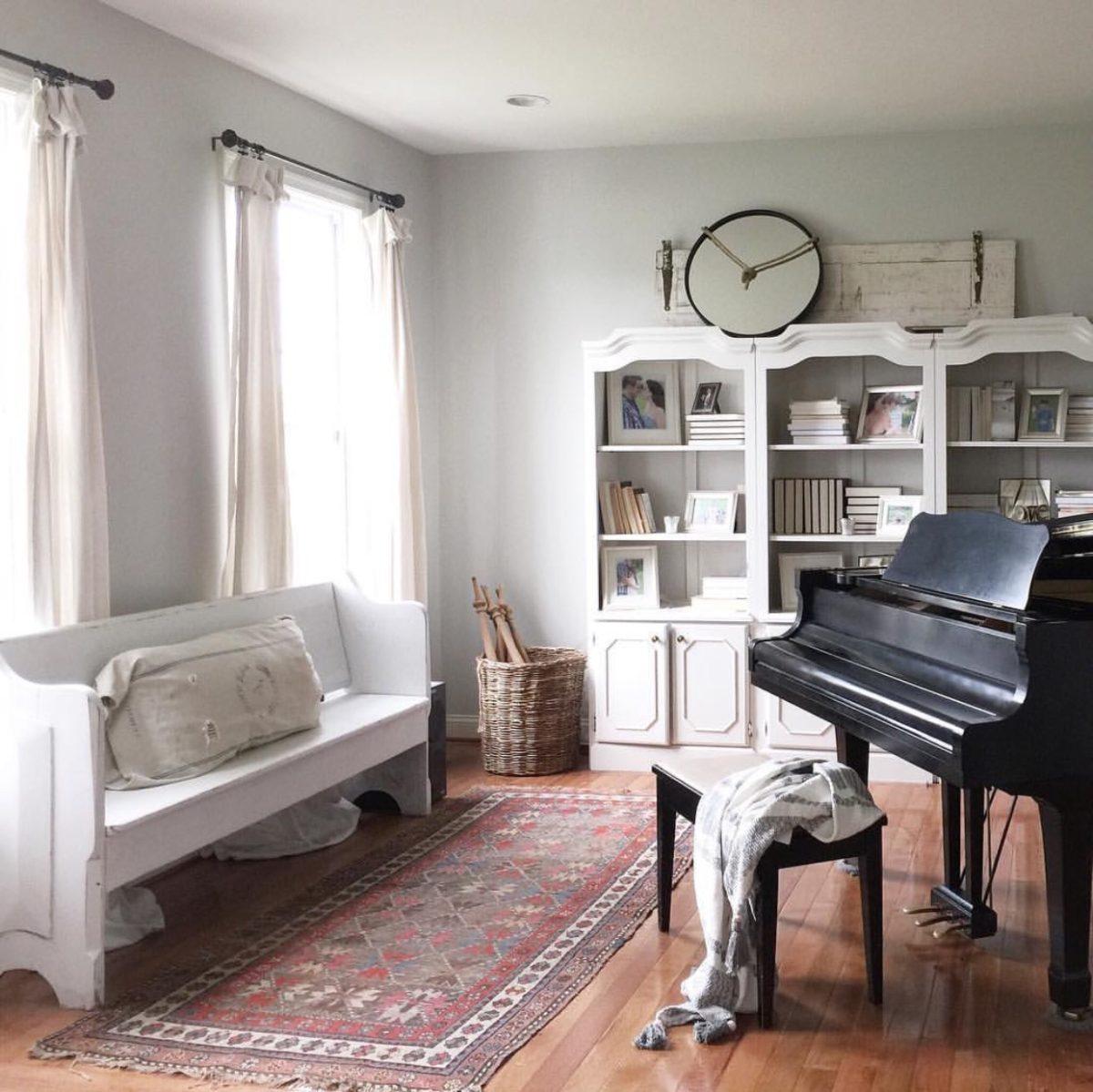 the.simplefarmhouse family room.JPG