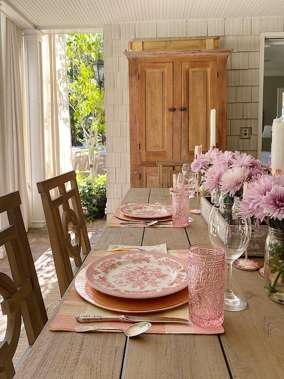 Summer-Dining-on-the-Patio
