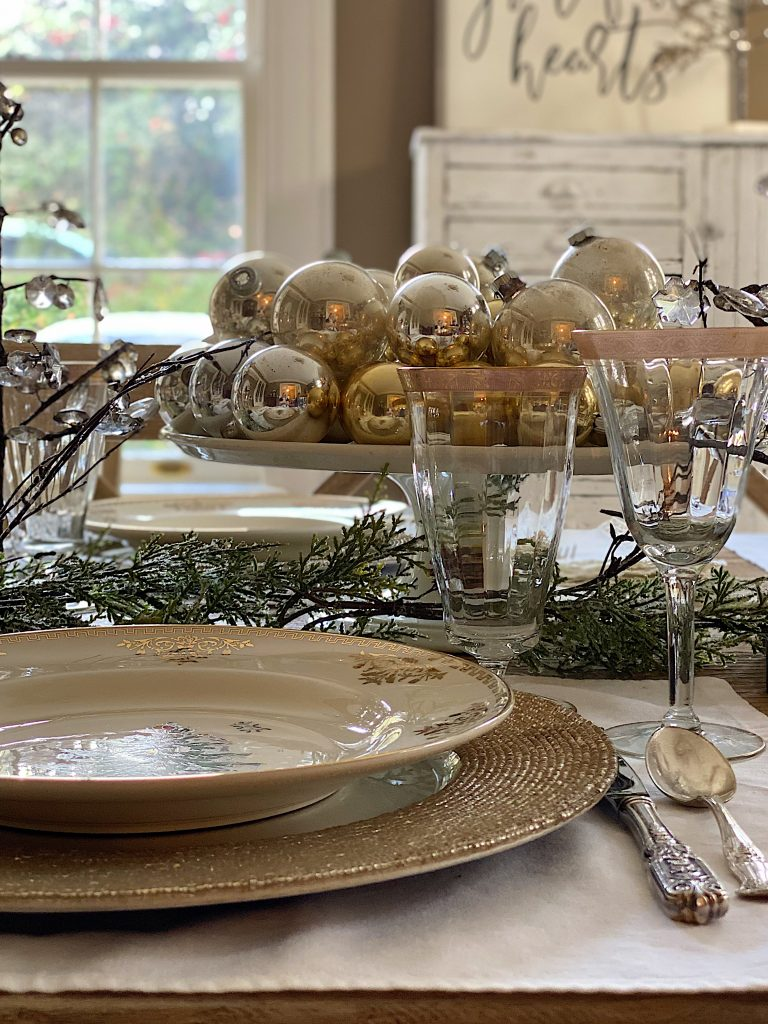 Ideas-to-Set-a-Christmas-Table-7-768x1024