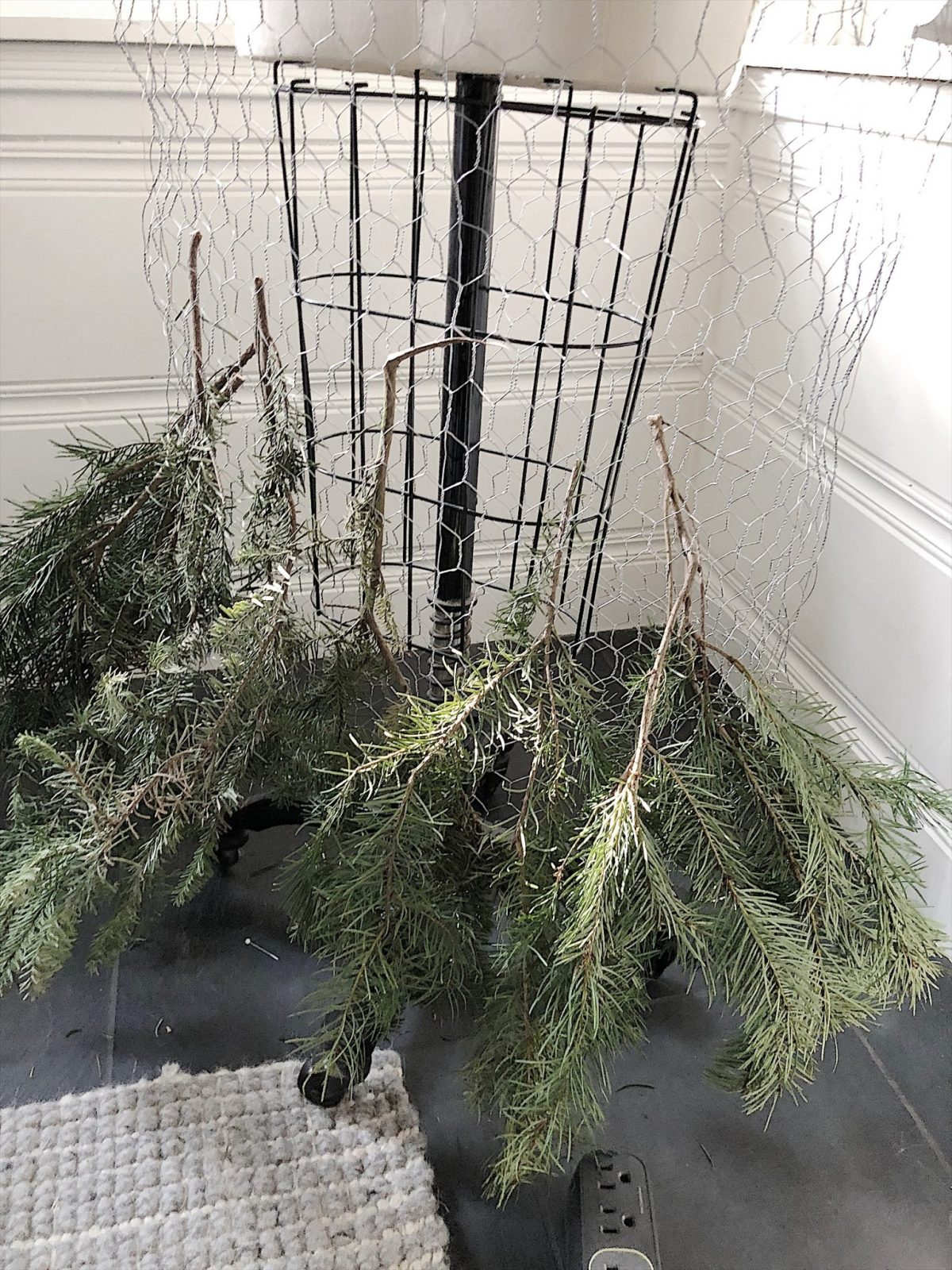 How to Make a Fresh Tree Skirt with Tree Clippings