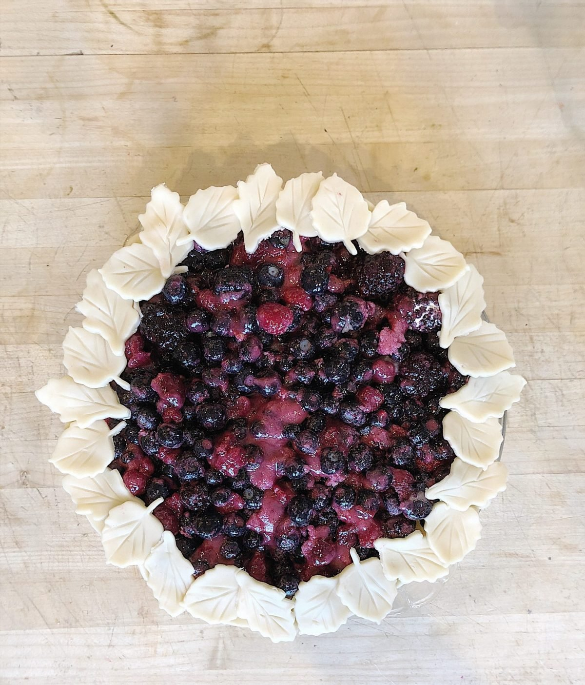 berry pie roses and leaves pie crust