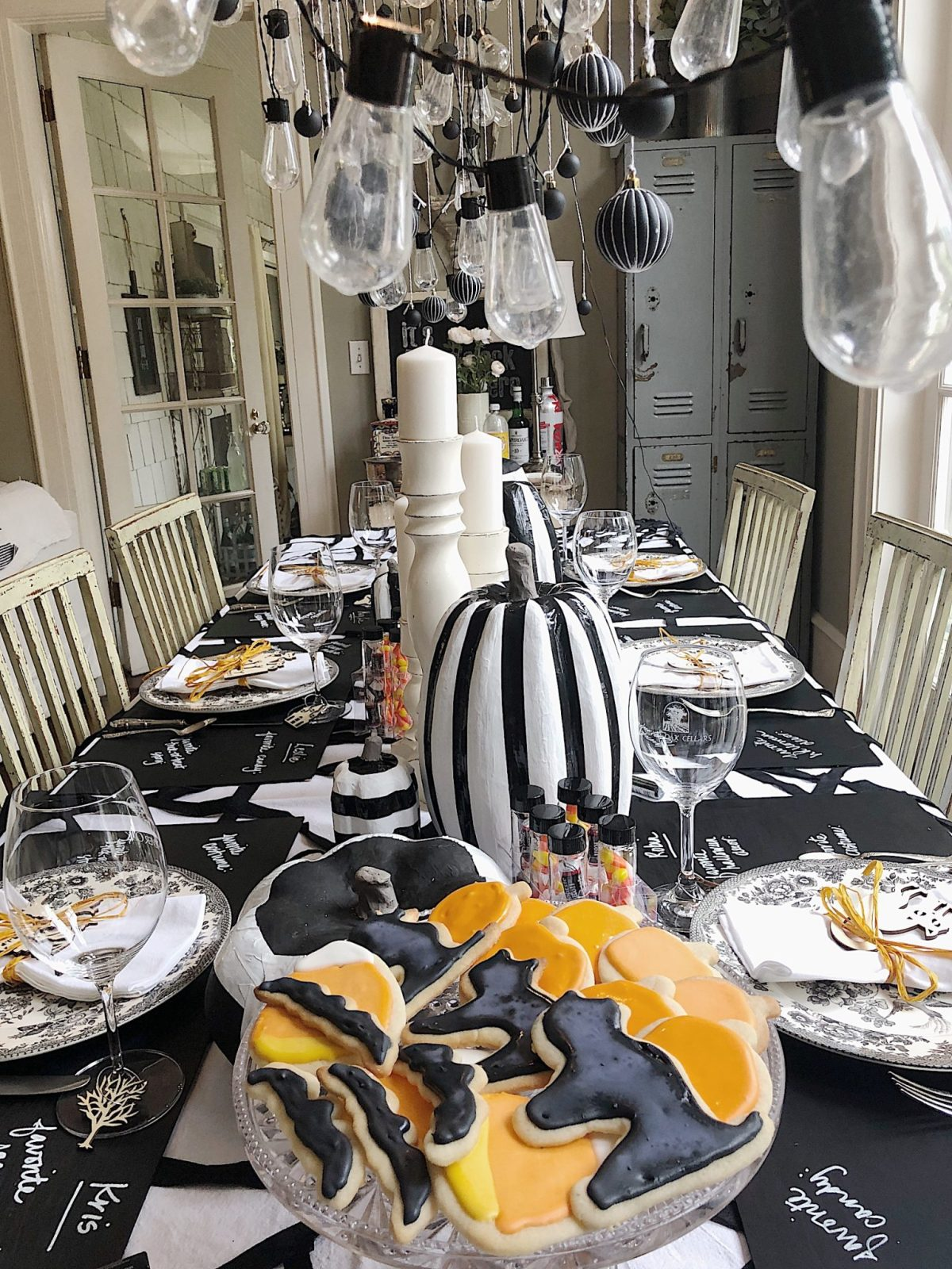 halloween table decor