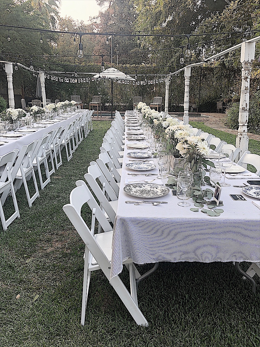 setting a table for a wedding