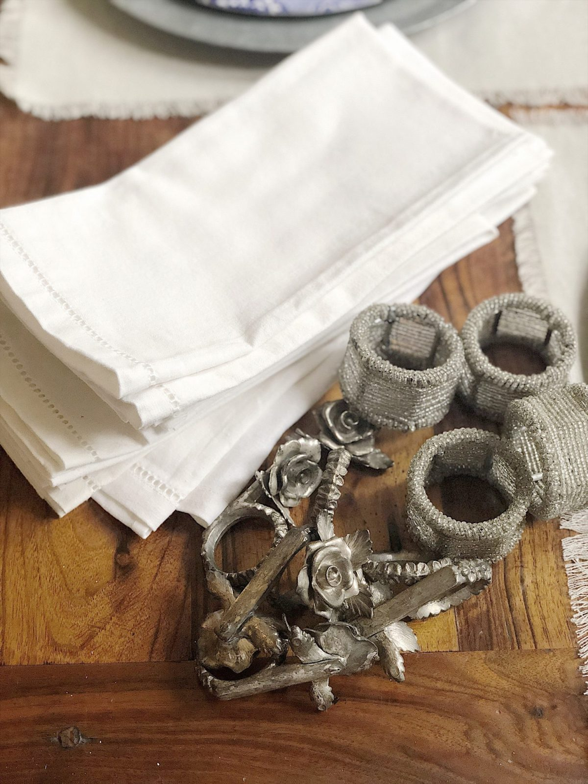how to set a thanksgiving table with cloth napkins