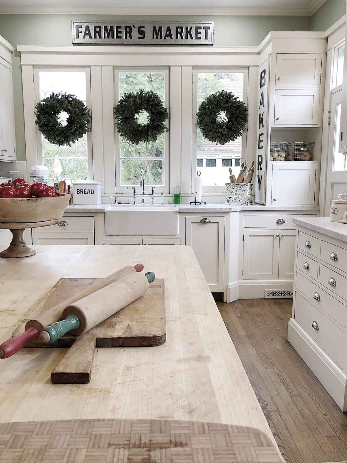 Holiday Housewalk Tour kitchen wreaths