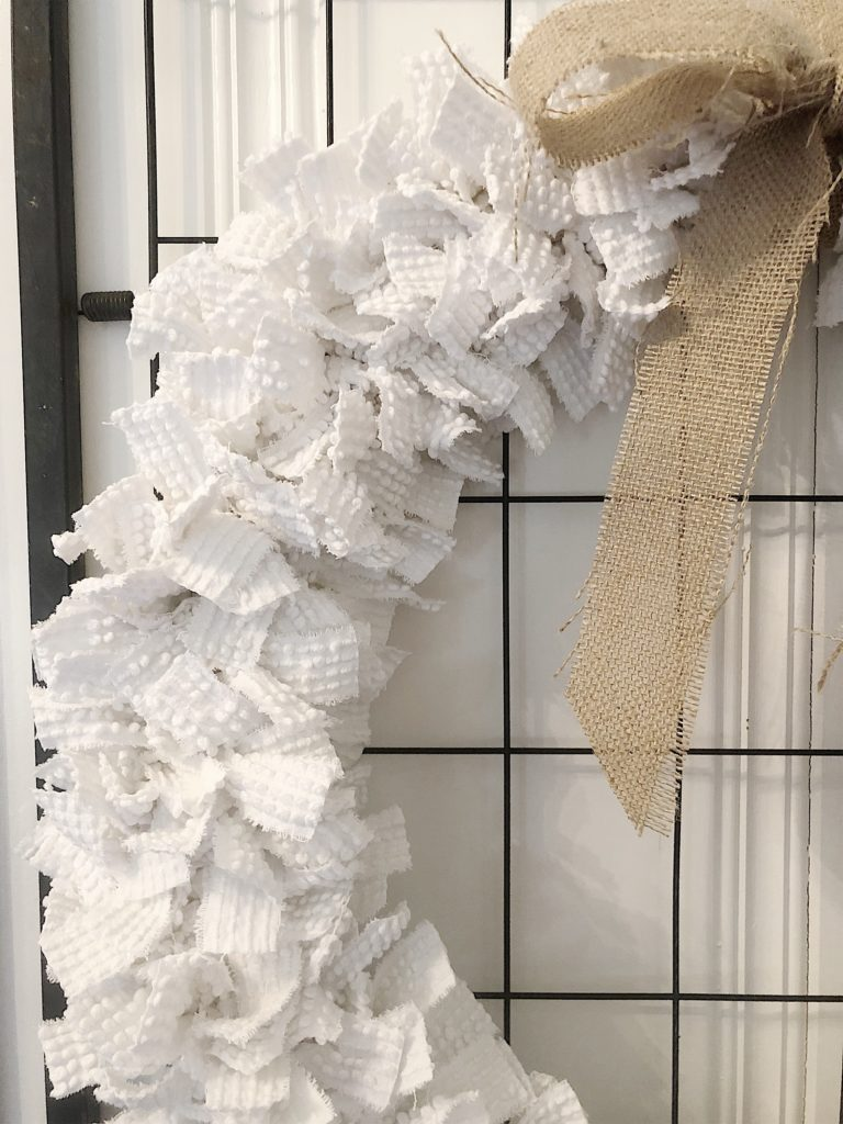 how to make a fabric tied wreath