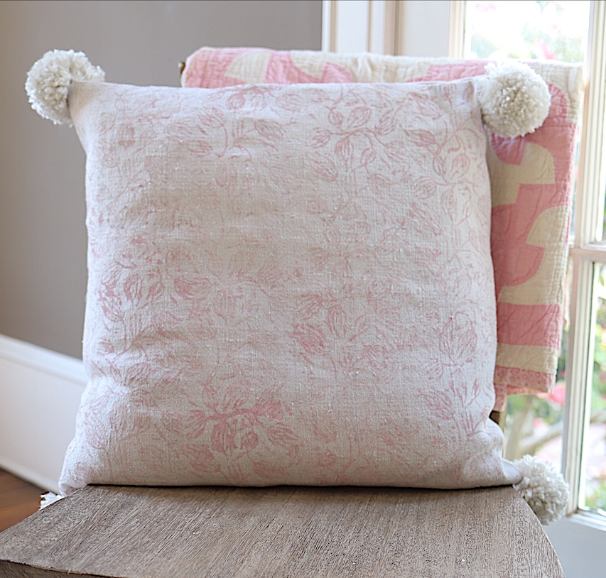 painted fabric pillow DIY