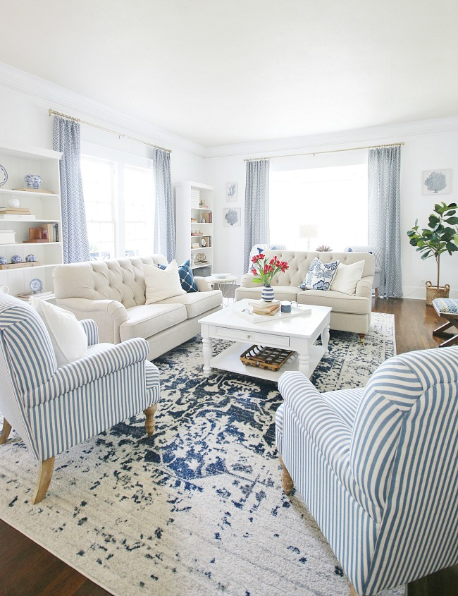 blue-and-white-living-room (1)