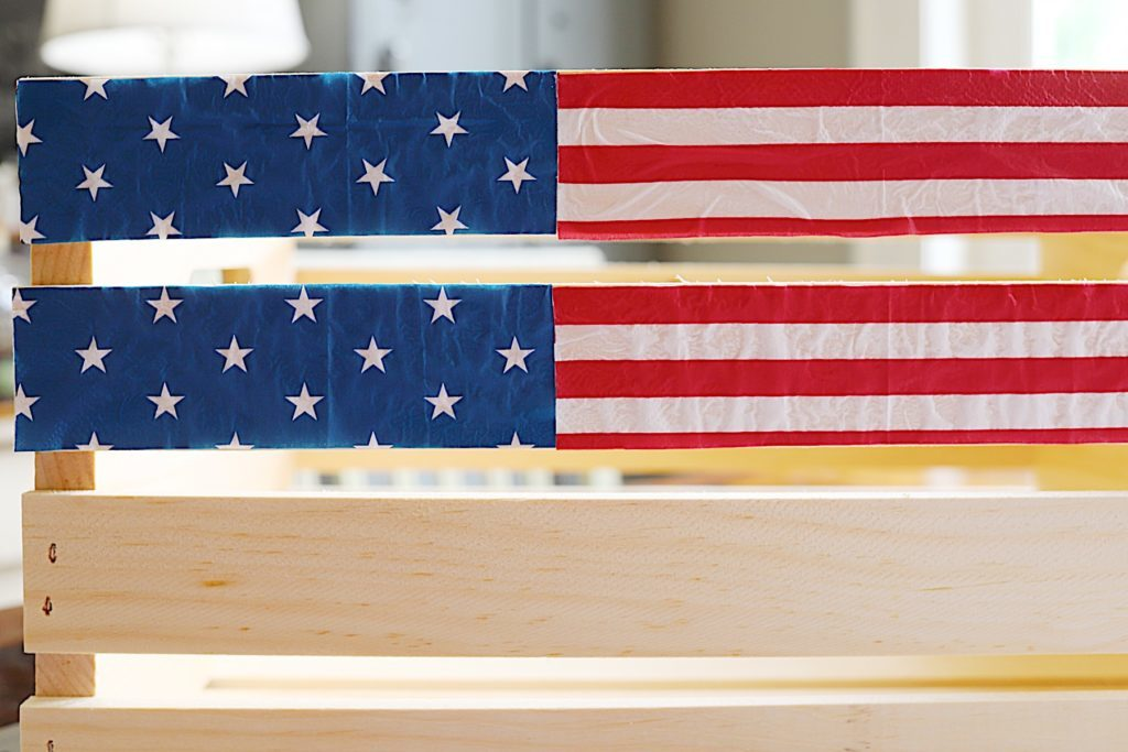 Fourth of July wooden crate and napkins DIY