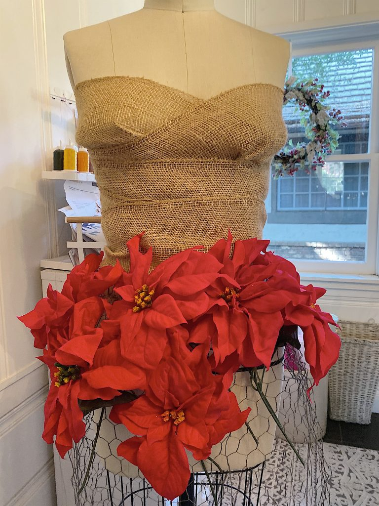how to make a poinsettia tree skirt 2