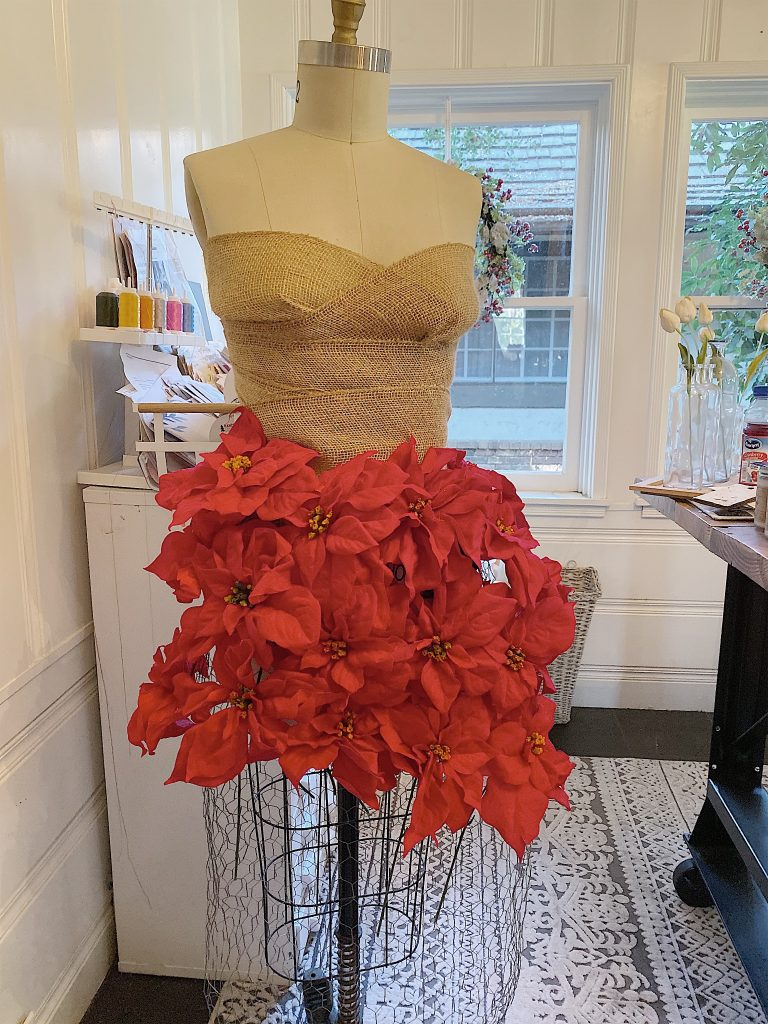 how to make a poinsettia skirt.