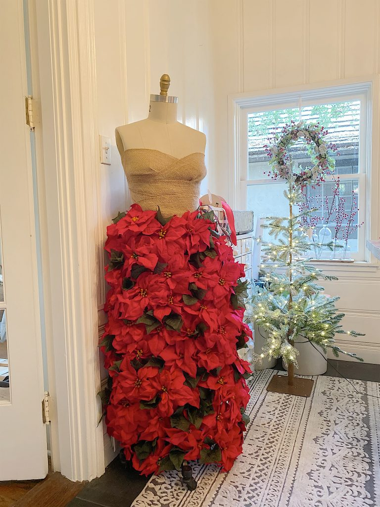 how to make a poinsettia skirt