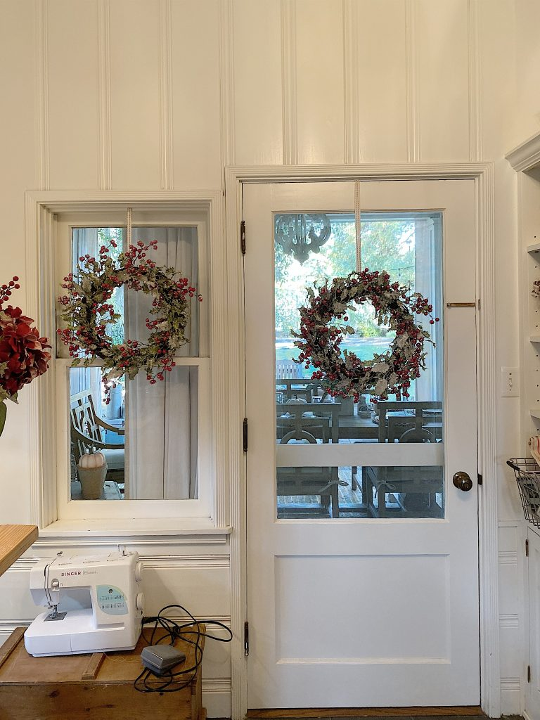 how to hang wreaths