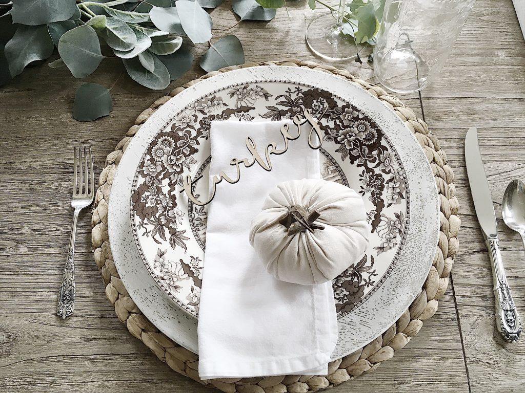 tablesetting for thanksgiving dinner