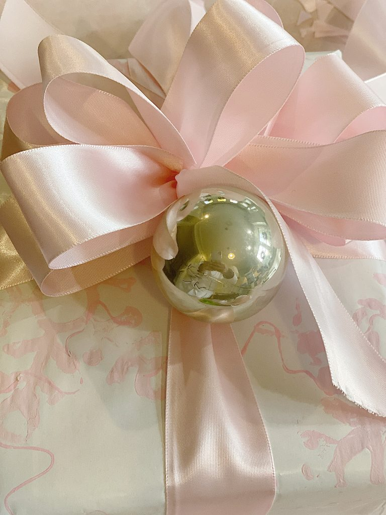 how to wrap a gift with homemade bows