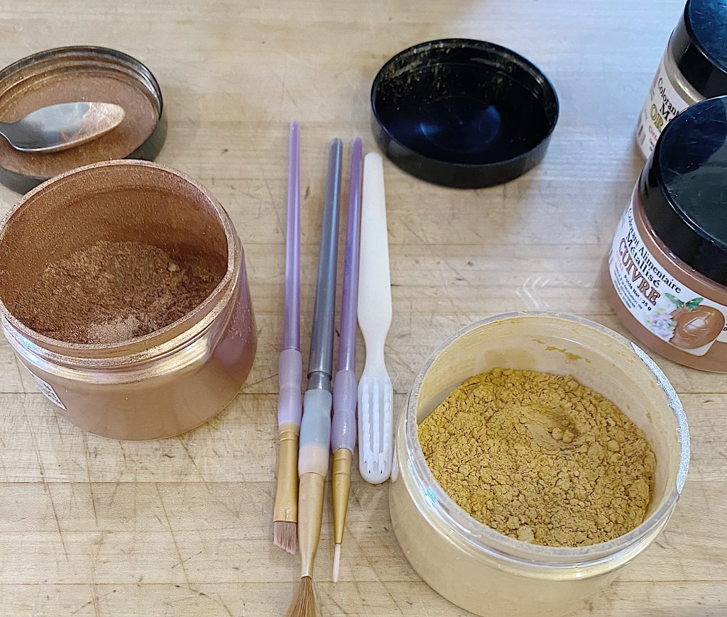 luster dust for cakes
