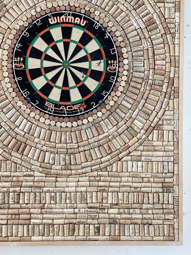 how to make a wine cork dartboard