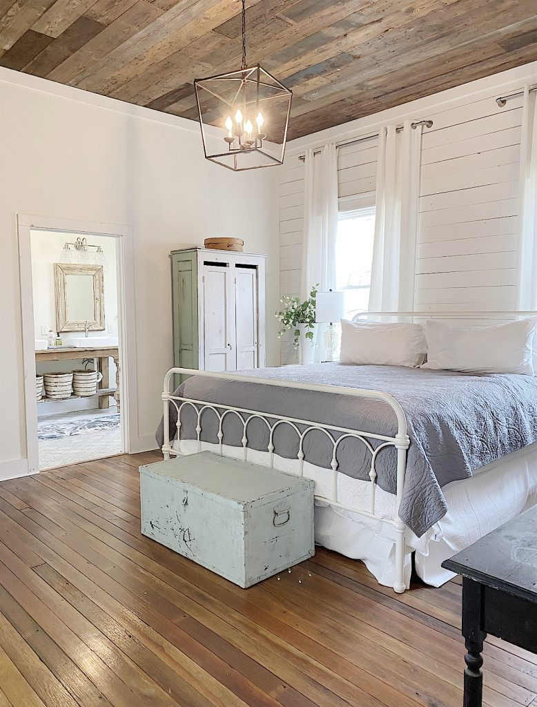 the waco airbnb master bedroom