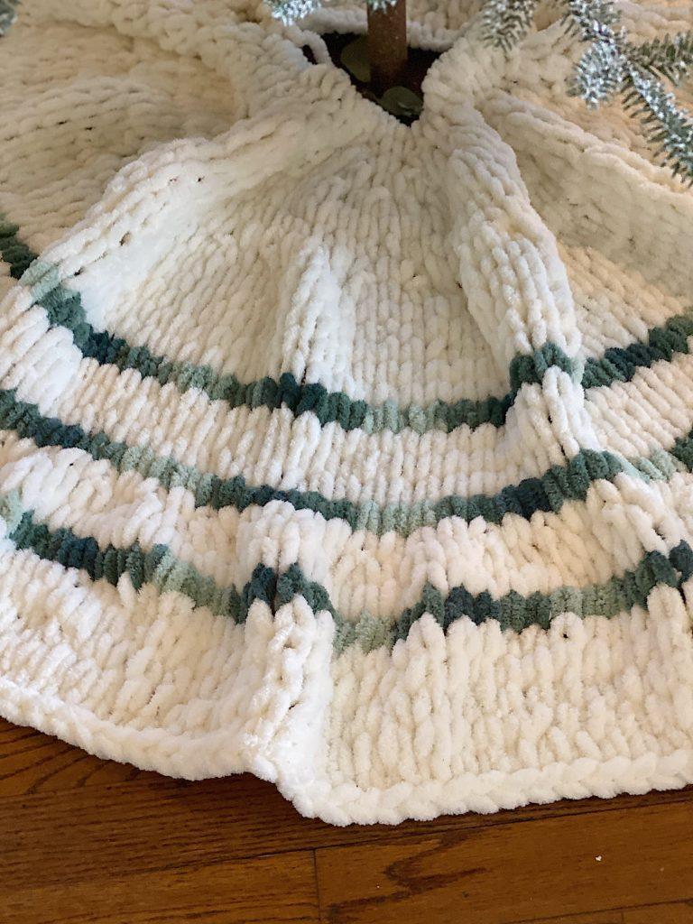 How to Make a Bernat Yarn Tree Skirt