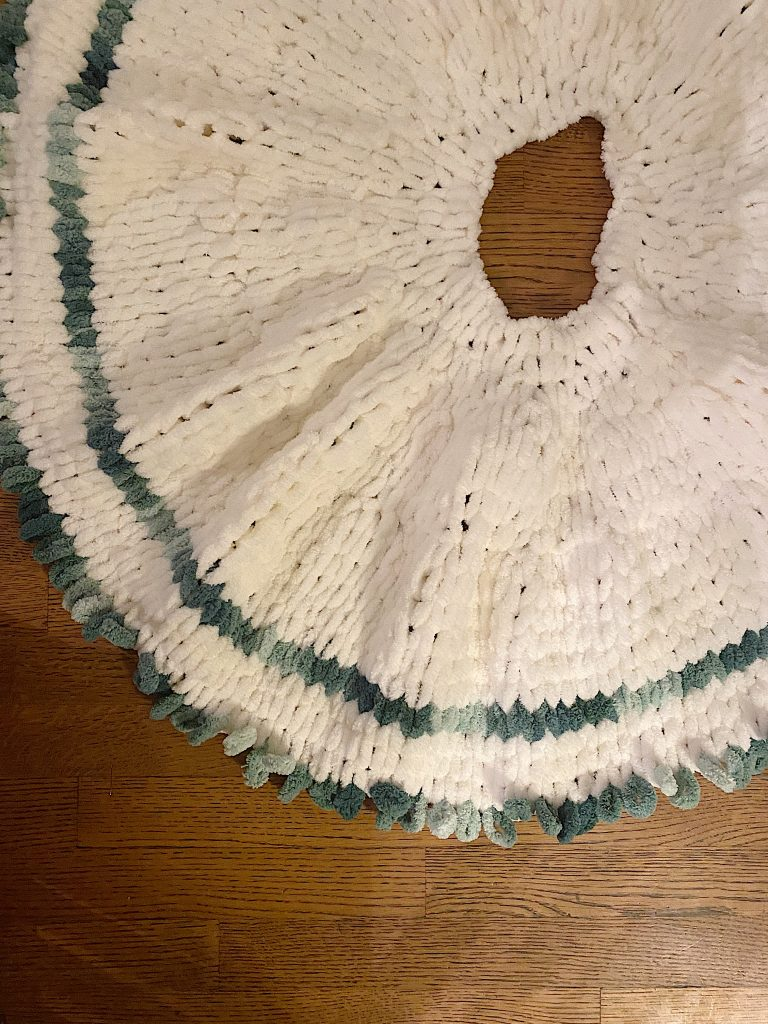 How to Make a Tree Skirt with Loop Yarn