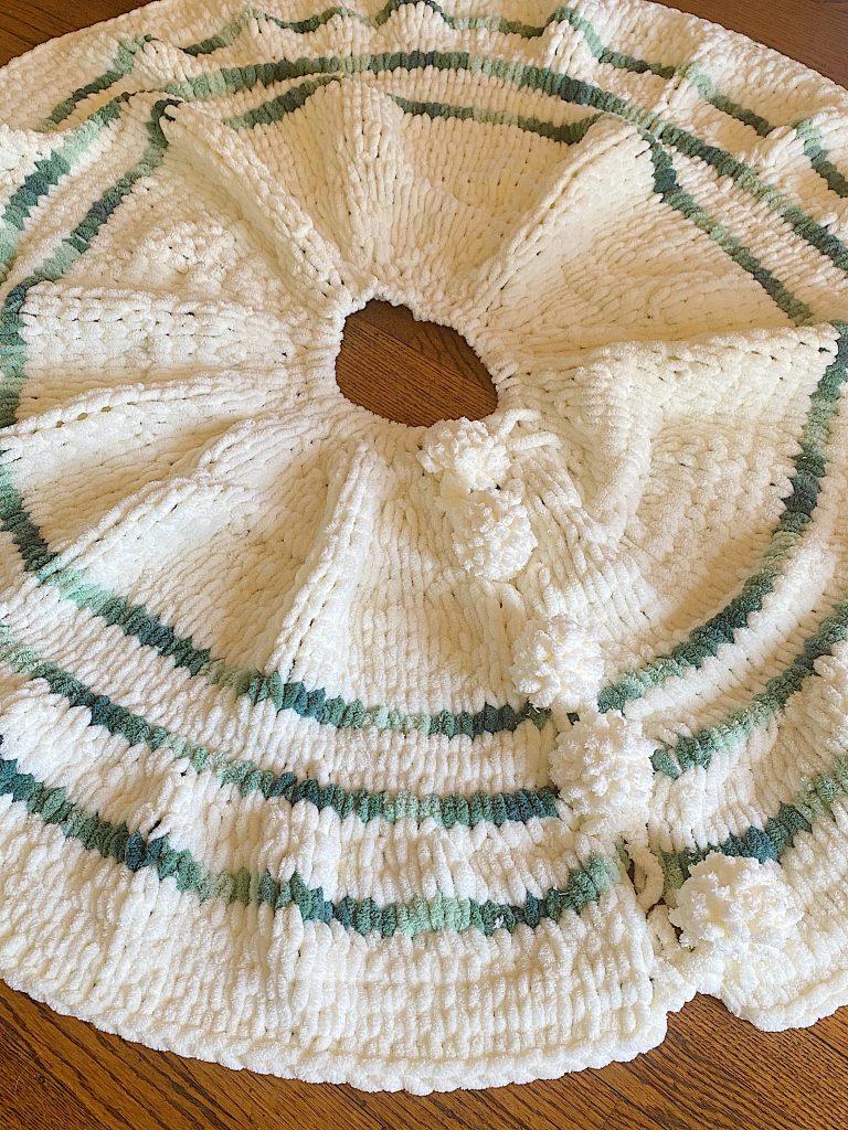 Loop Yarn Tree Skirt