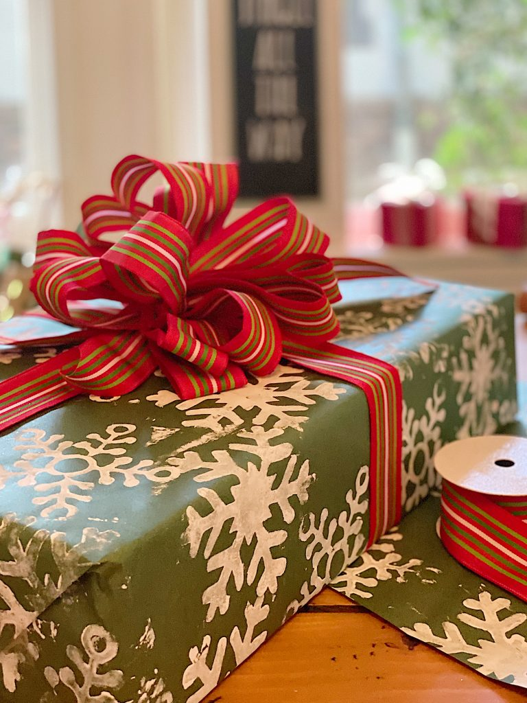 How to Organize Your Gift Wrapping Room 9