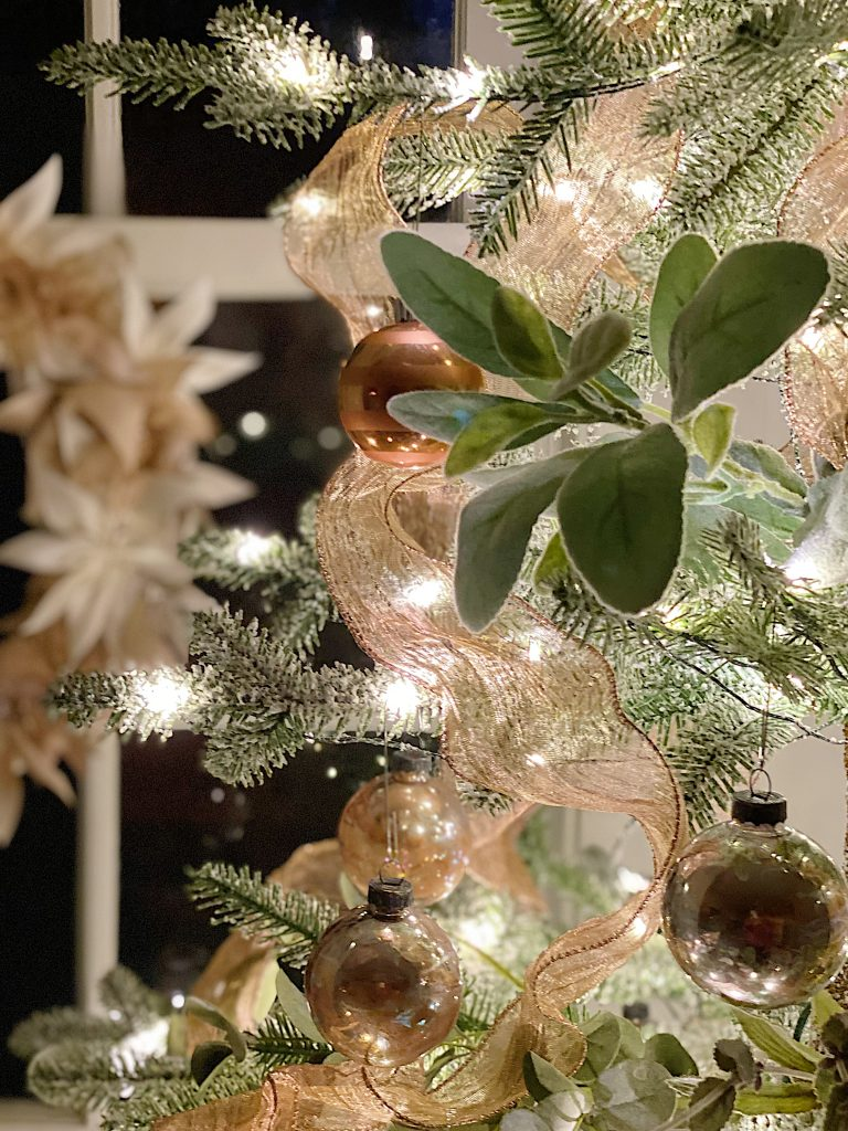 How to Style a Rose Gold Christmas TreeHow to Style a Rose Gold Christmas Tree