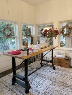 christmas-decor-in-the-craft-room