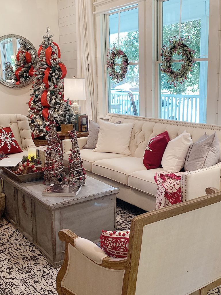 christmas-decorating-in-the-living-room (1)