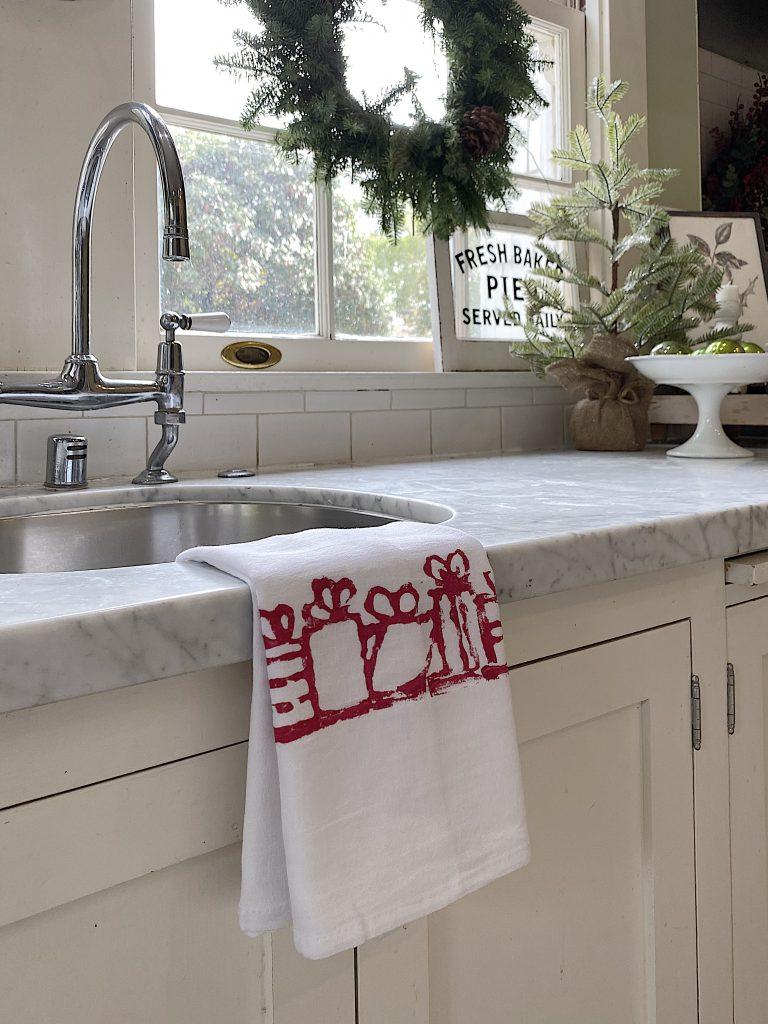 Christmas Kitchen Towels DIY