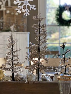 Dining Room Christmas Decor 17