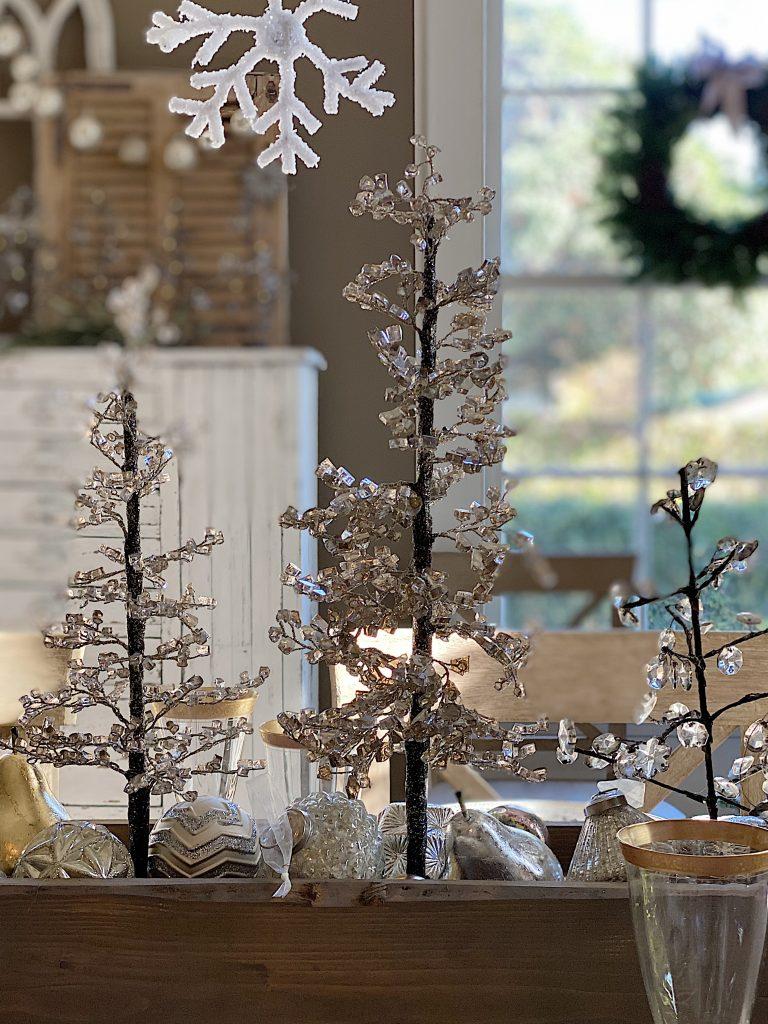 Dining Room Christmas Decor 17