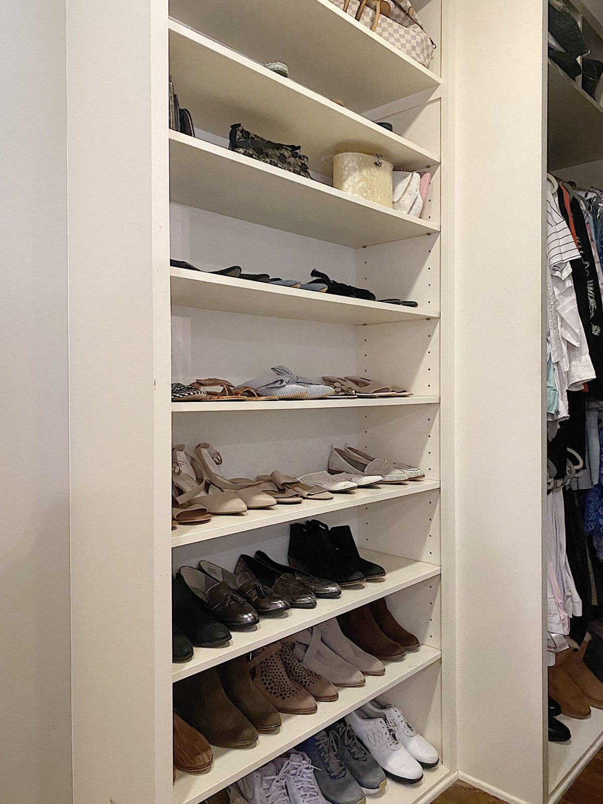 I finally found an easy project! Today I am sharing how to organize a bedroom closet. This was simple and very easy to do.