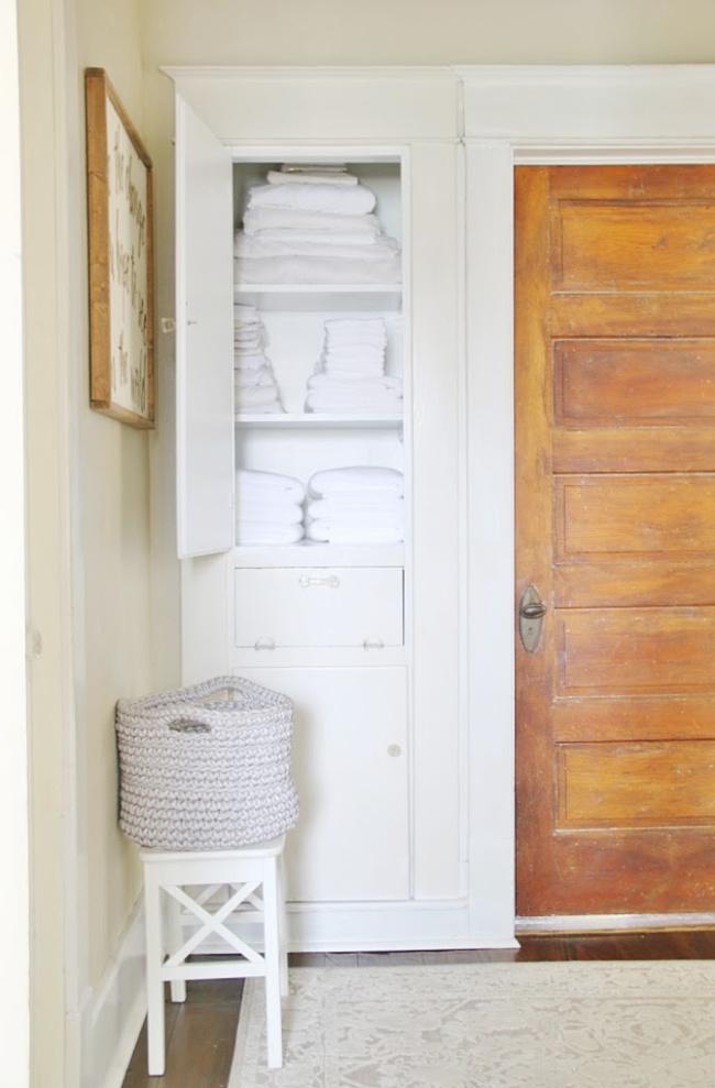 organizing-a-linen-closet (1)