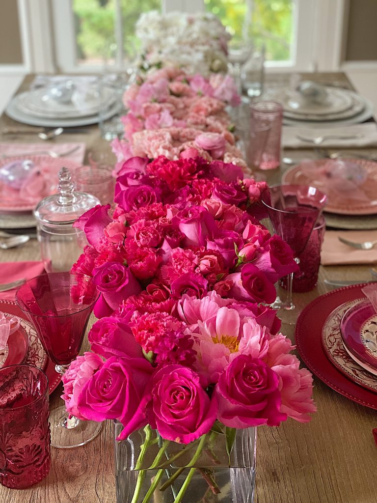 Valentine's Day Table Decorations with Flowers