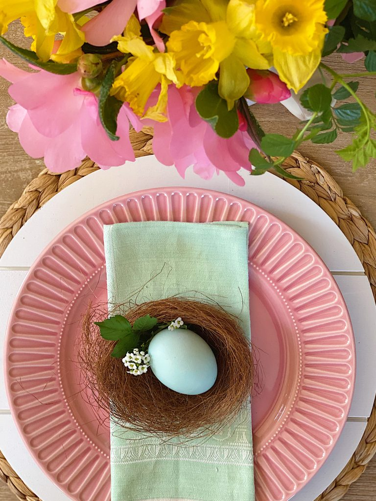 Easy-and-Colorful-Easter-Table-Ideas