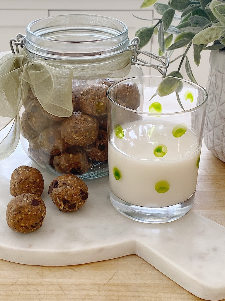 Easy Healthy Snack Protein Balls with Peanut Butter