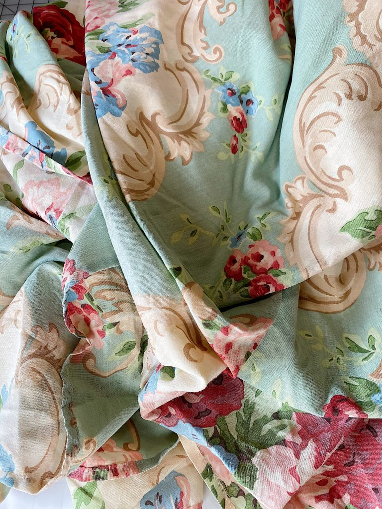How to Make a Flower Craft Pillow with Old Fabric