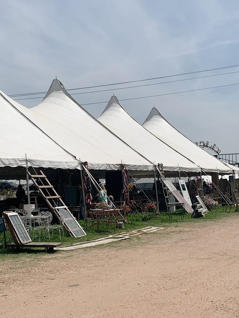 How to Plan a Trip to the Round Top Antique Market
