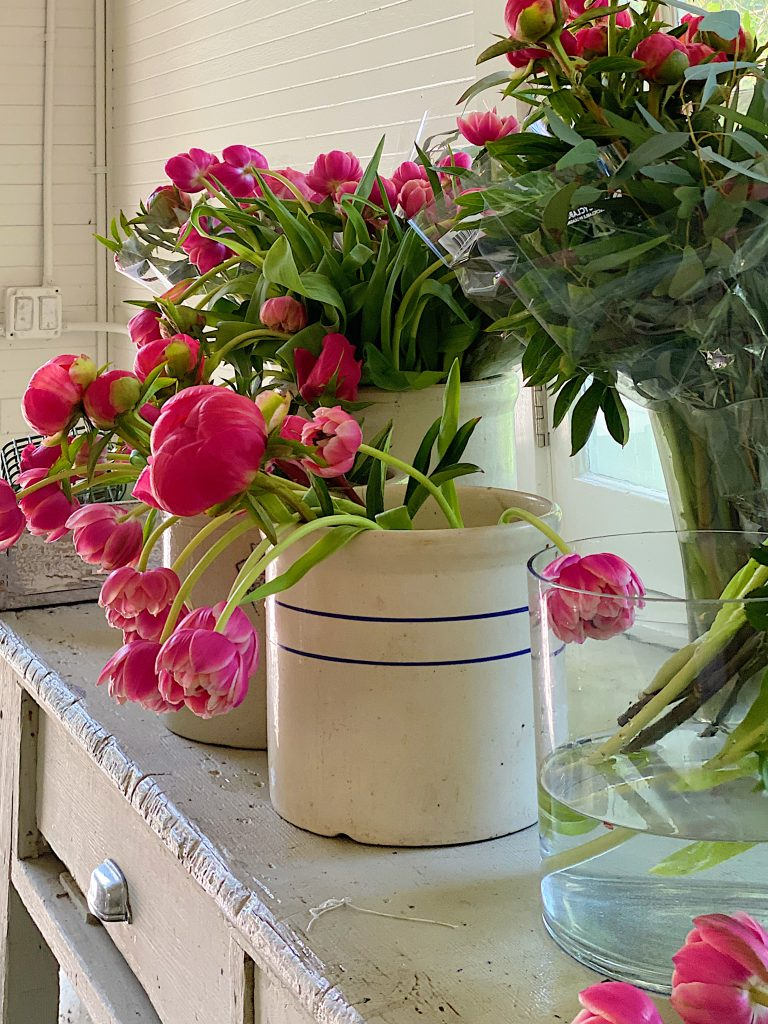 How to Decorate Flowers in a Crock