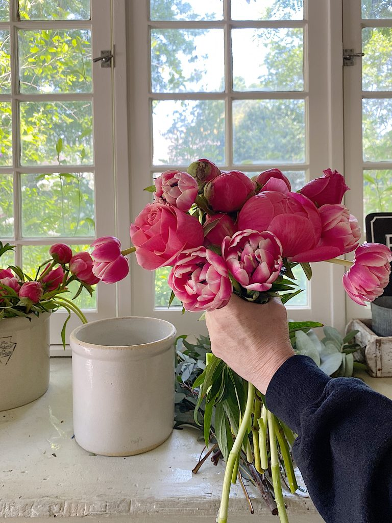 How to Decorate Flowers in a Vase