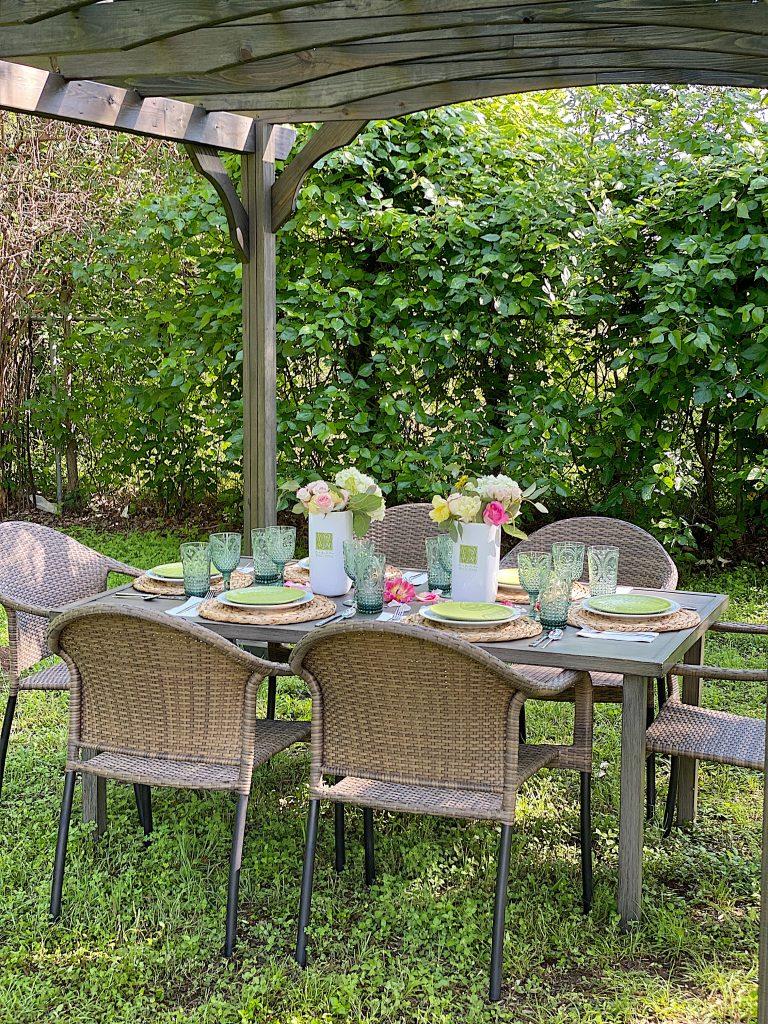 Outdoor Dining Under the Pergola