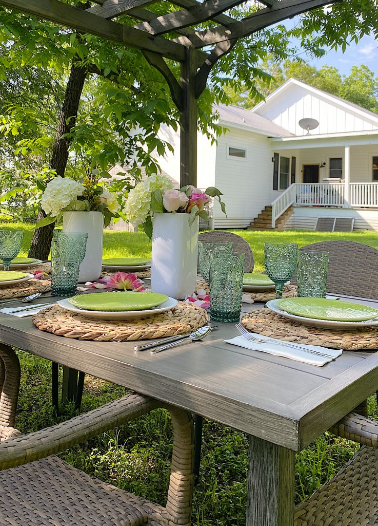 Outdoor Dining in the Backyard with Good Friends