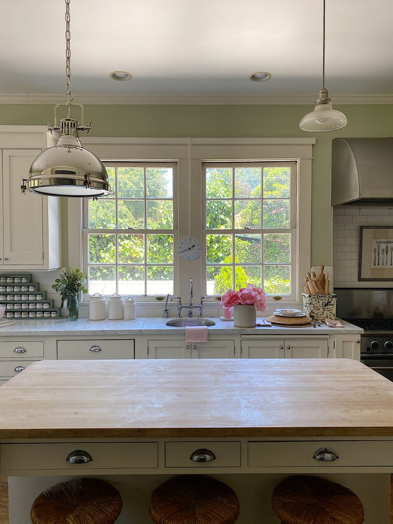 How to Decorate a Summer Kitchen Before and After