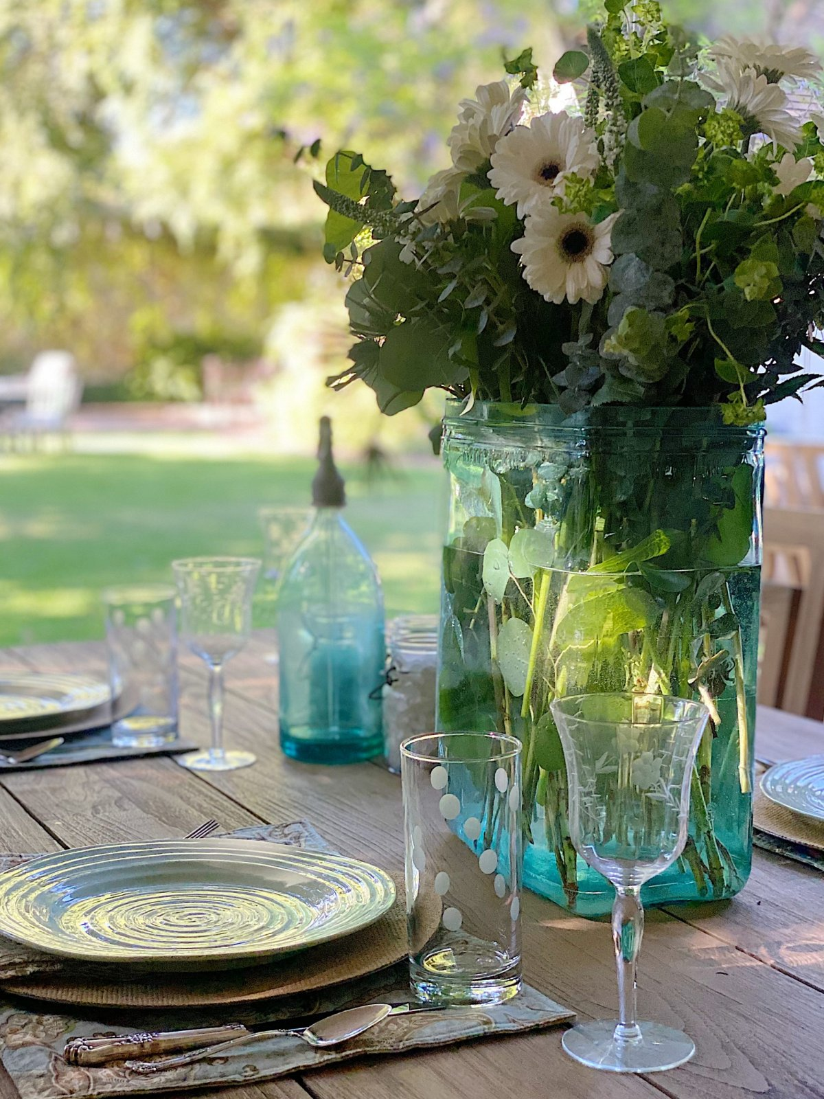 Outdoor Dining and Summer Colors
