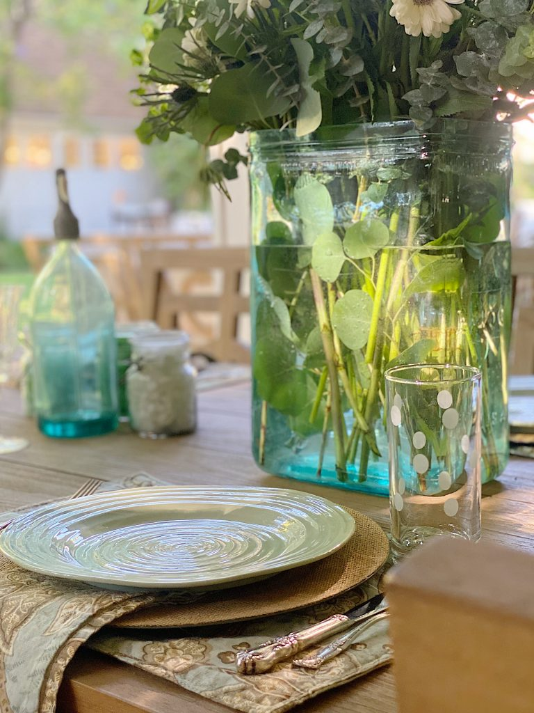 Outdoor Dining with a Beach Theme